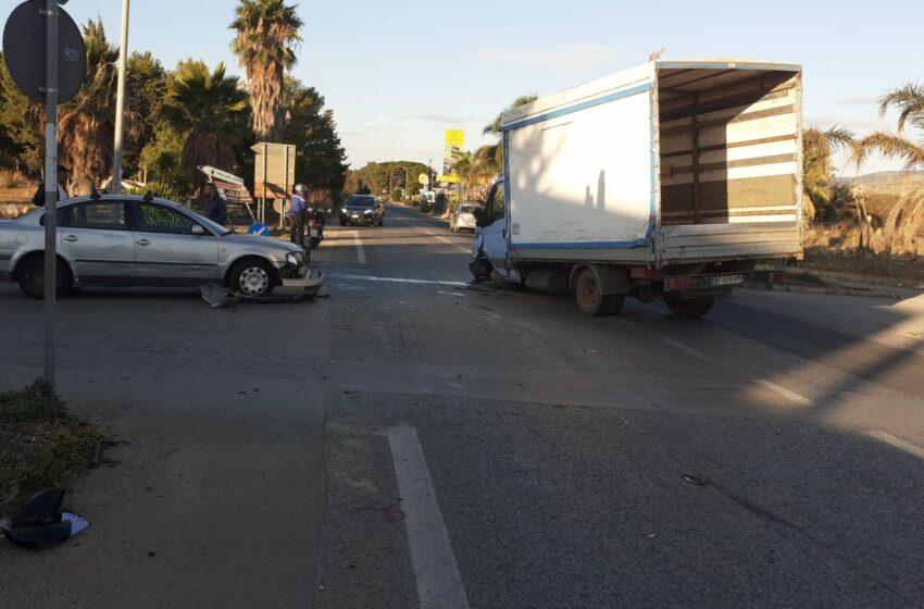 Incidente all'uscita di Santa Croce: carambola fra tre mezzi, feriti lievi